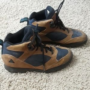 Nike low boots Sz 5 1/2